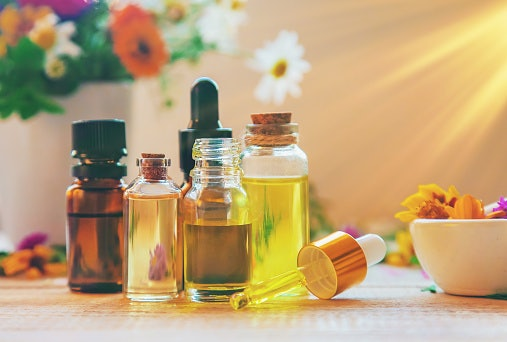 Know the Type of Ingredients Normally Found in Intimate Washes - Lactic Acid, Tea Tree Oil, and More