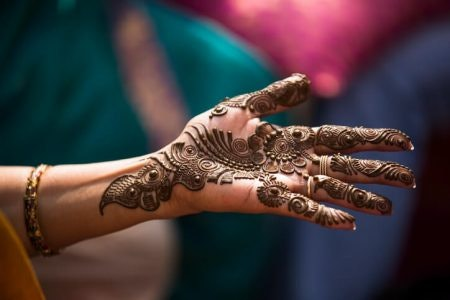 Check the Reviews to Make Sure the Mehendi is Not Clumpy