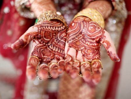 Go for Maroon or Brownish Red Mehendi to Avoid Chemicals