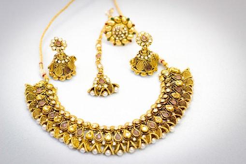 Kundan Jewellery Features Precious and Semi-Precious Gemstones