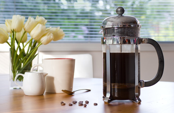 French Press:Coffee and Hot Water Are Placed in a Plunger