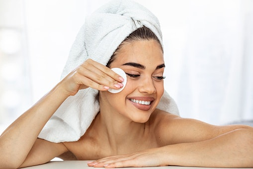 Benefits of Oil-Based Cleansers