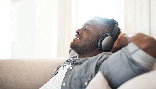 See If the Headphone Is Comfortable and Fits You Well