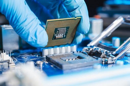 Intel vs AMD: AMD Processors Are Smarter & Faster