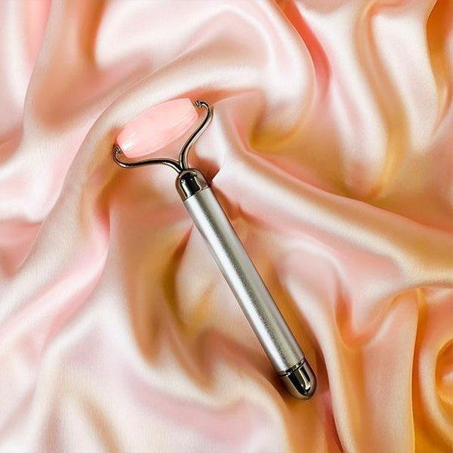 Natural Vibes Rose Quartz Vibrating Face Massage Roller 1