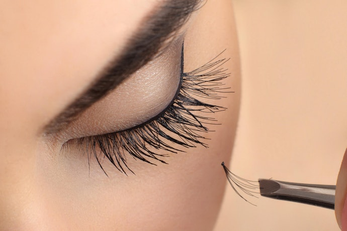 Those with Eyelash Extensions Should Go for Gentle Formulas and Skinny Wands