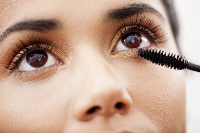 Curved Wands for Curled Lashes, Dense Bristles for Volume, and Skinny Wands for Definition