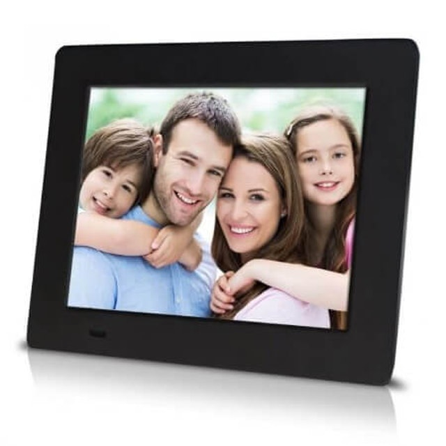 3. Sungale 7″ Pure Digital Photo Frame (PF709) 1