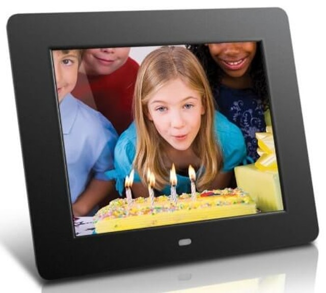 5. Aluratek 8″ Digital Photo Frame (ADMPF108F) 1